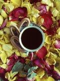 与玫瑰花瓣的构成 库存照片