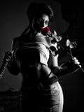 与玫瑰花的美丽的妇女战斗机 免版税库存照片