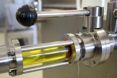 与现代技术的生态额外处女橄榄油产品 库存图片
