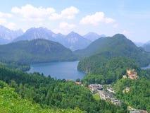 与现场ofHohenschwangau的Alpsee免版税库存照片