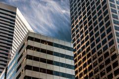 与现代办公楼的西雅图地平线 库存照片