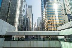 与现代摩天大楼的抽象未来派都市风景 香港 免版税库存图片