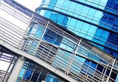 与现代摩天大楼的抽象都市风景视图 免版税图库摄影