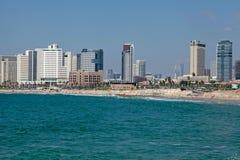 与现代摩天大楼的特拉维夫海岸全景,以色列 库存图片