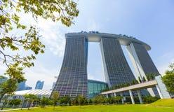 与现代的豪华建筑学在新加坡 免版税库存照片