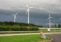 与现代风车的风景 图库摄影