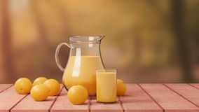 与玻璃和投手的橙汁过去在木地板上 库存图片