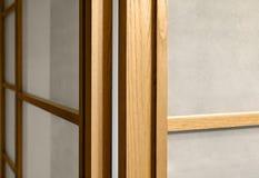 与玻璃,背景的布朗木表面 家庭内部装饰 图库摄影