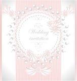 与珍珠的婚礼邀请在桃红色col开花 免版税图库摄影