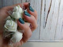 与珍珠的时尚修指甲 免版税库存照片