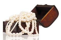 与珍珠的配件箱 免版税库存图片