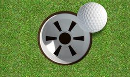 与球接近的高尔夫球孔 免版税库存图片
