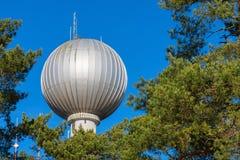 与球状上面的水塔 库存图片