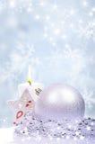 与球的圣诞节背景 免版税库存图片