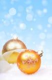 与球的圣诞节背景 免版税图库摄影