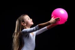 与球的情感节奏性体操运动员跳舞 库存照片