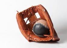 与球的棒球手套 库存图片