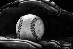 与球的棒球手套 免版税库存图片