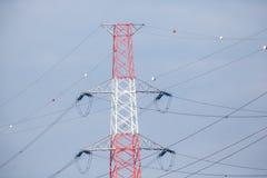 与球的高压电缆 免版税图库摄影