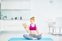 与瑜伽的健康生活 免版税库存图片