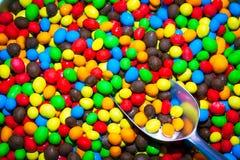 五颜六色的糖果和瓢 免版税库存照片