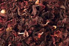 与瓣、干莓果和果子的混合物草本花卉果子茶 Texsture 免版税库存照片