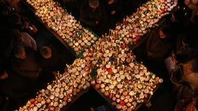 与瓶子的火热的十字架蜂蜜 免版税图库摄影