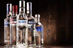 与瓶的构成全球性伏特加酒品牌 免版税图库摄影