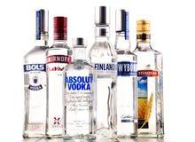 与瓶的构成全球性伏特加酒品牌 免版税库存照片