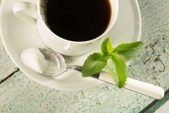 与甜叶菊的咖啡 免版税库存图片