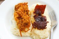 与甜猪排和油煎的肉的黏米饭。 免版税库存照片