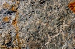 与生锈的标记的灰色石表面 库存图片