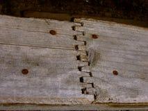 与生锈的钉子的被燕尾的木盘区在Ironton鬼城在科罗拉多 库存图片