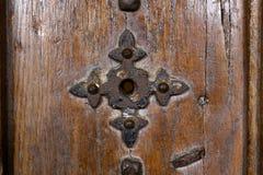 与生锈的铁的老门 免版税图库摄影