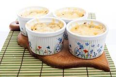 与用干酪和蘑菇的菜丝汤包括的母鸡 库存照片