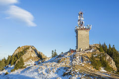 与电信天线,罗马尼亚的Postavaru山顶 库存照片