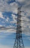 与电塔的云彩 免版税库存照片