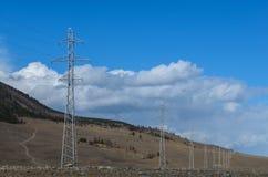 与电塔线的风景  免版税库存照片