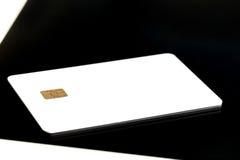 与电子芯片的无具体金额的信用证卡片 免版税库存照片