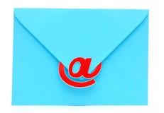 与电子邮件符号的一个信包 库存图片