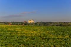 与电梯的农业领域 免版税库存照片