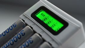 与电池的蓄电池充电器 股票录像