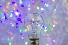 与电灯泡的抽象圆bokeh背景 免版税库存图片