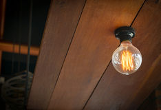 与电灯泡的照明设备装饰 免版税库存照片