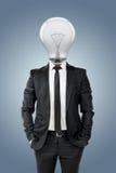 与电灯泡头,在企业概念的创造性的商人 免版税图库摄影