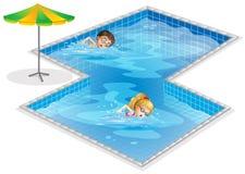 与男孩和女孩游泳的一个水池 免版税库存照片