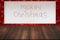 与白板的老木架子和在r的圣诞快乐消息 免版税图库摄影