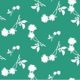 与白玫瑰和叶子剪影的水彩无缝的样式在鲜绿色背景 中国主题 免版税库存照片