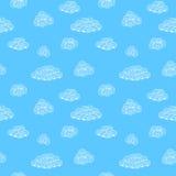 与白色云彩的背景样式在蓝天 免版税图库摄影