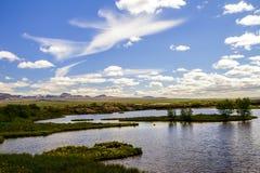 与白色云彩的蓝天在国家公园 Thingvellir在冰岛12 06,2017 免版税库存照片